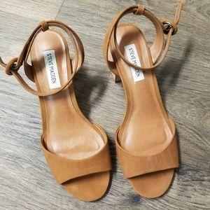 Steve Madden tan sandals block heels size 8m